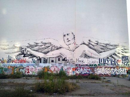 alaniz-street-art-berlin-angel