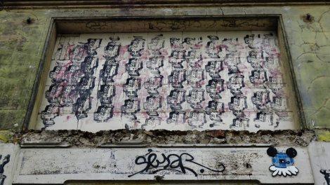chiot-street-art-paris-france-toilet