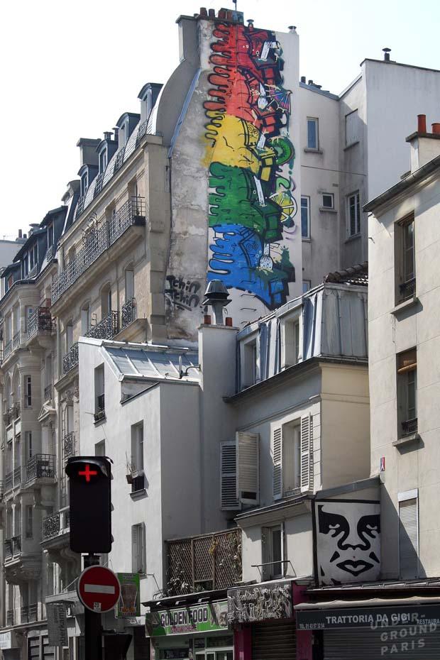 chiot-street-art-paris-graffiti-toilets