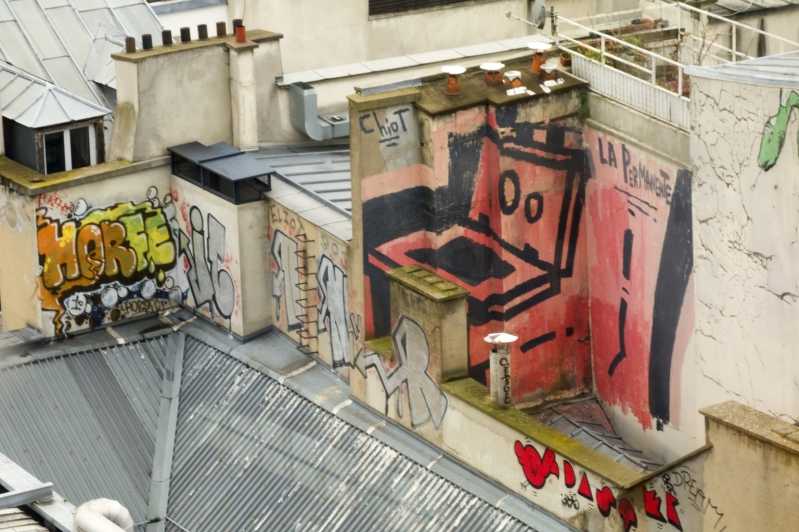 chiot-street-art-paris-graffiti