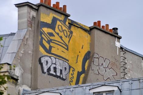chiot-street-art-paris-roof