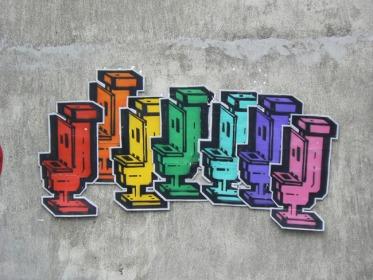 chiot-street-art-paris-toilet