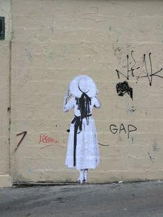 leo-et-pipo-street-art-paris-paste-up