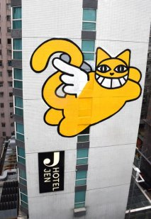 m-chat-graffiti-hotel