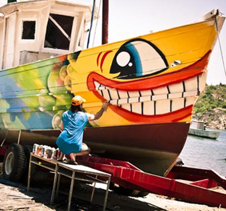 pez-graffiti-artist-boat