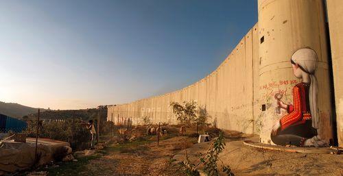 seth-street-art-walls-globe-artist