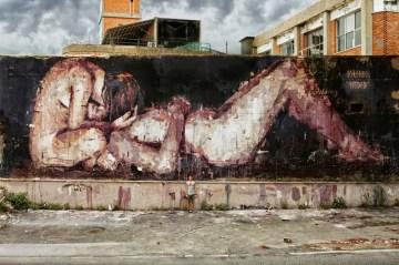 street-art-gonzalo-borondo-italy