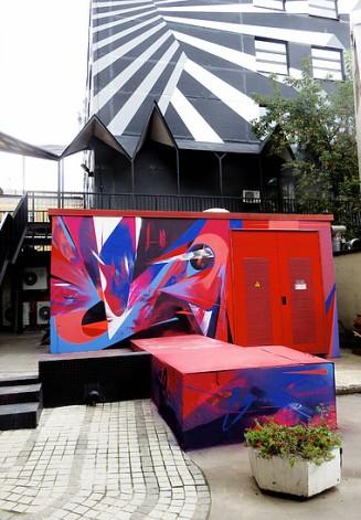 theo-lopez-street-art-red-corner